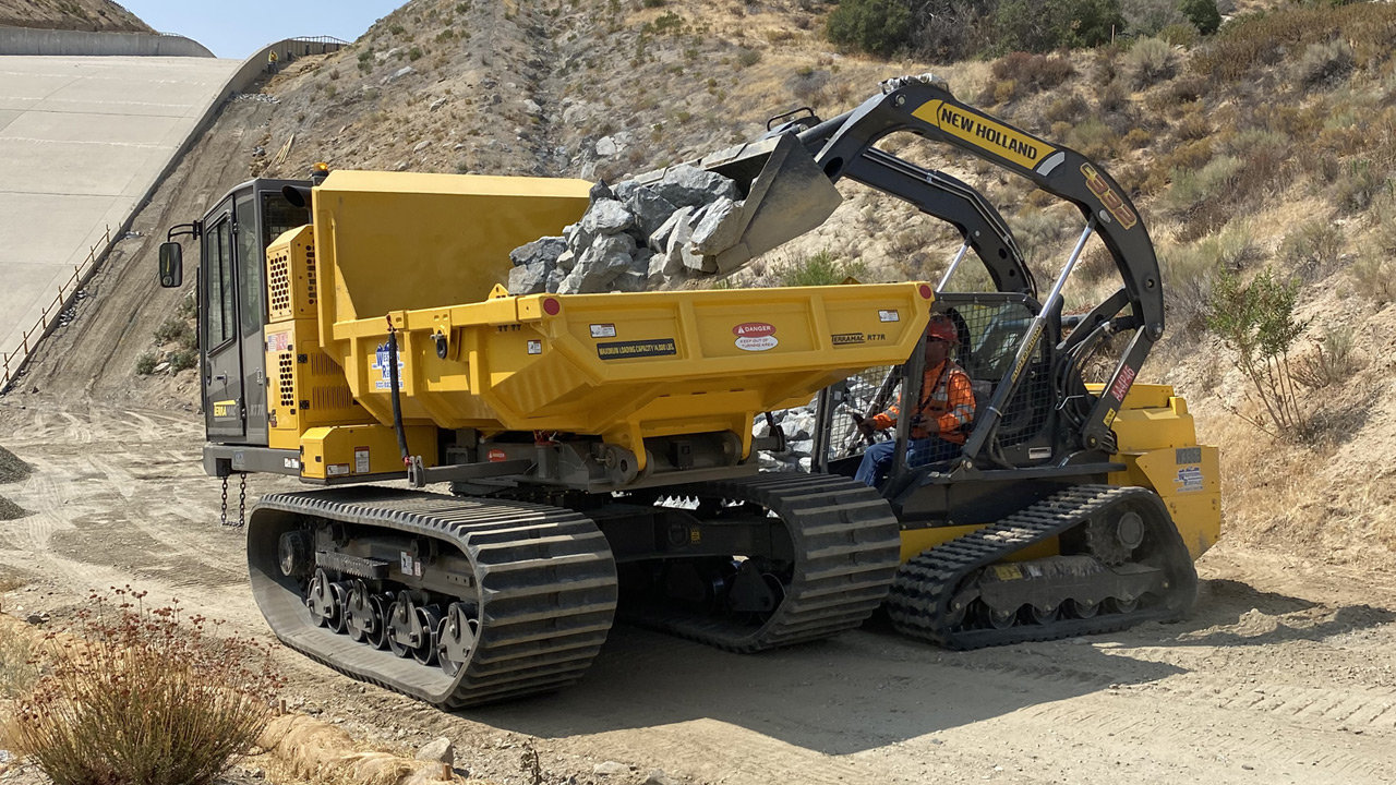 RT7R working on a jobsite